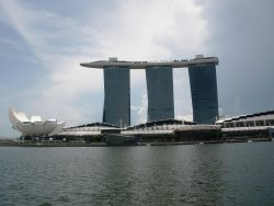Het zwembad op het dak van het Marina Bay Sands hotel