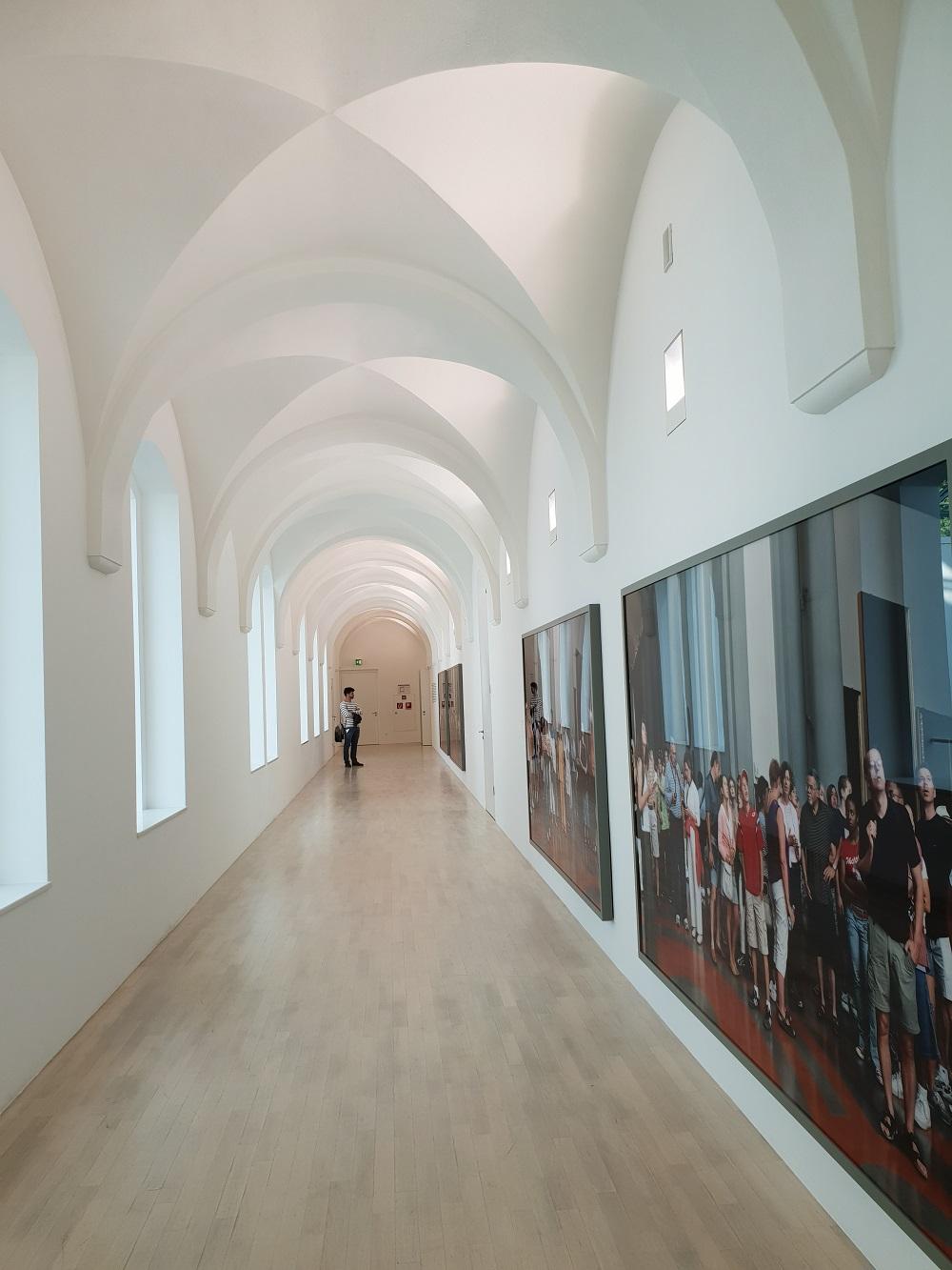 Kunst in de 'kloostergang'