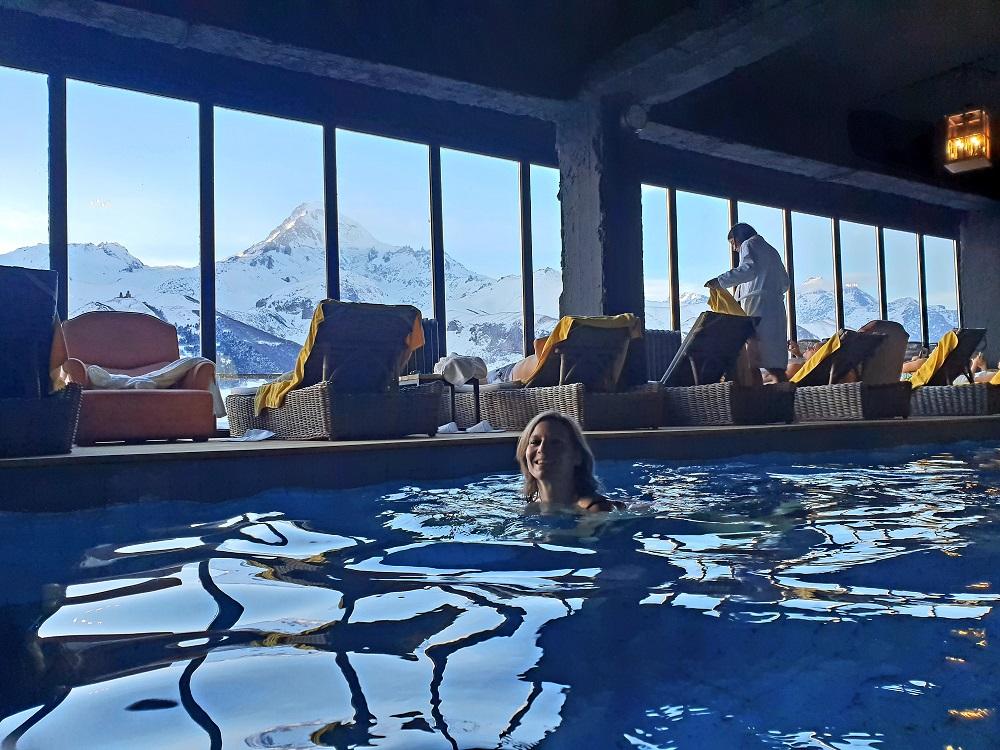 Kazbegi_Zwemmen_Rooms hotel