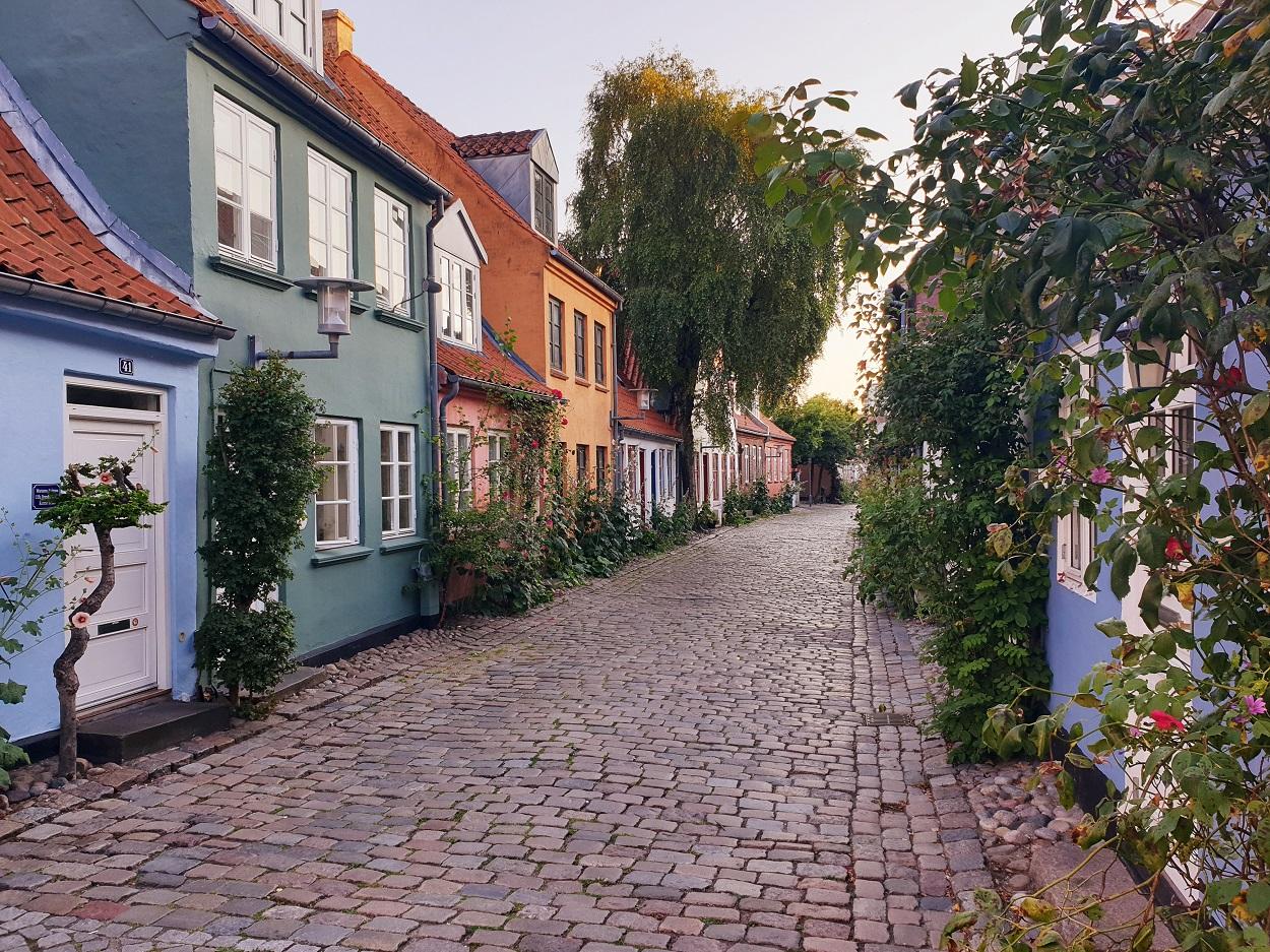 Mollestien_Aarhus_gekleurde_huisjes